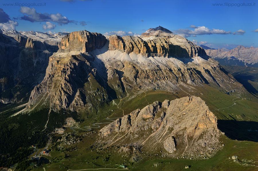 Val di Fassa, Parapendio vista su Sass Pordoi & col Rodella