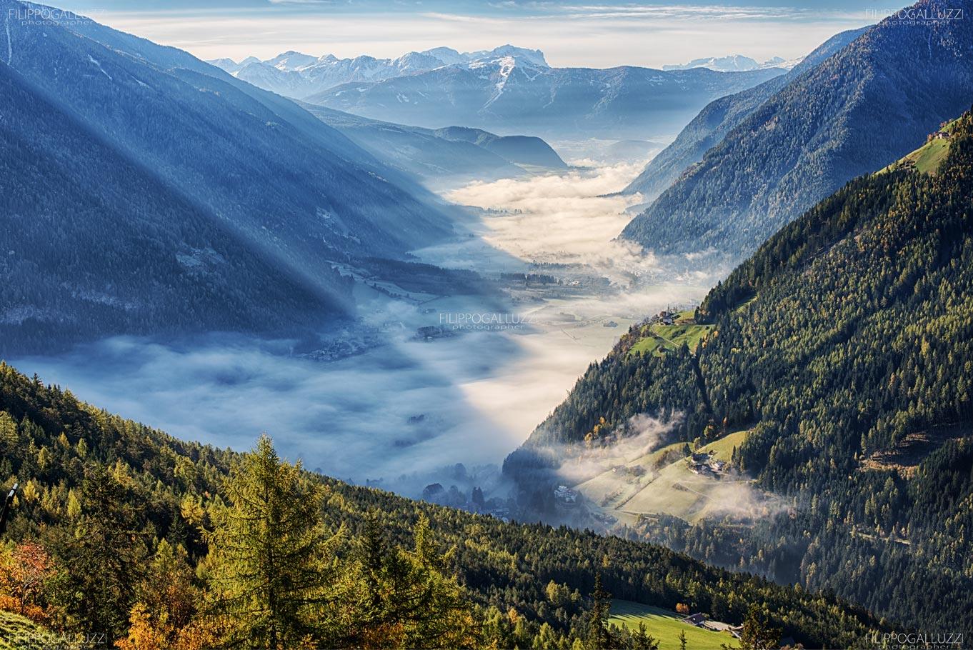 Nebbie mattutina aautunnali sulla Valli di Tures e Aurina, Alto Adige