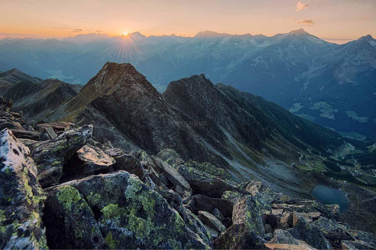 Il sole tramonta dietro le Alpi Aurine, Alto Adige