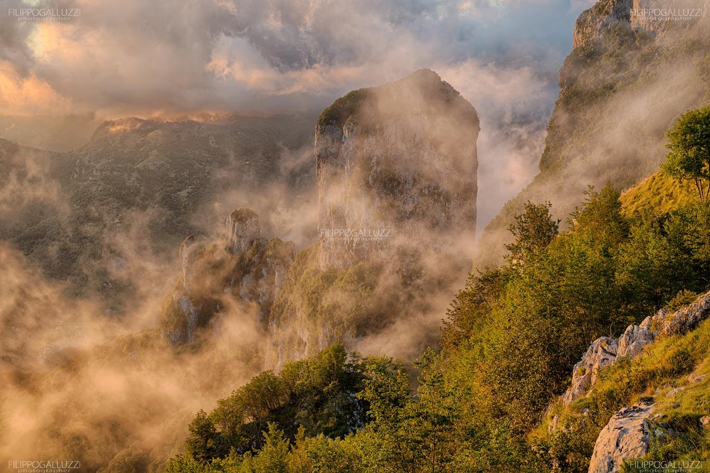 Toscana, tramonto sul Monte procinto tra la Versilia e la Garfagnana
