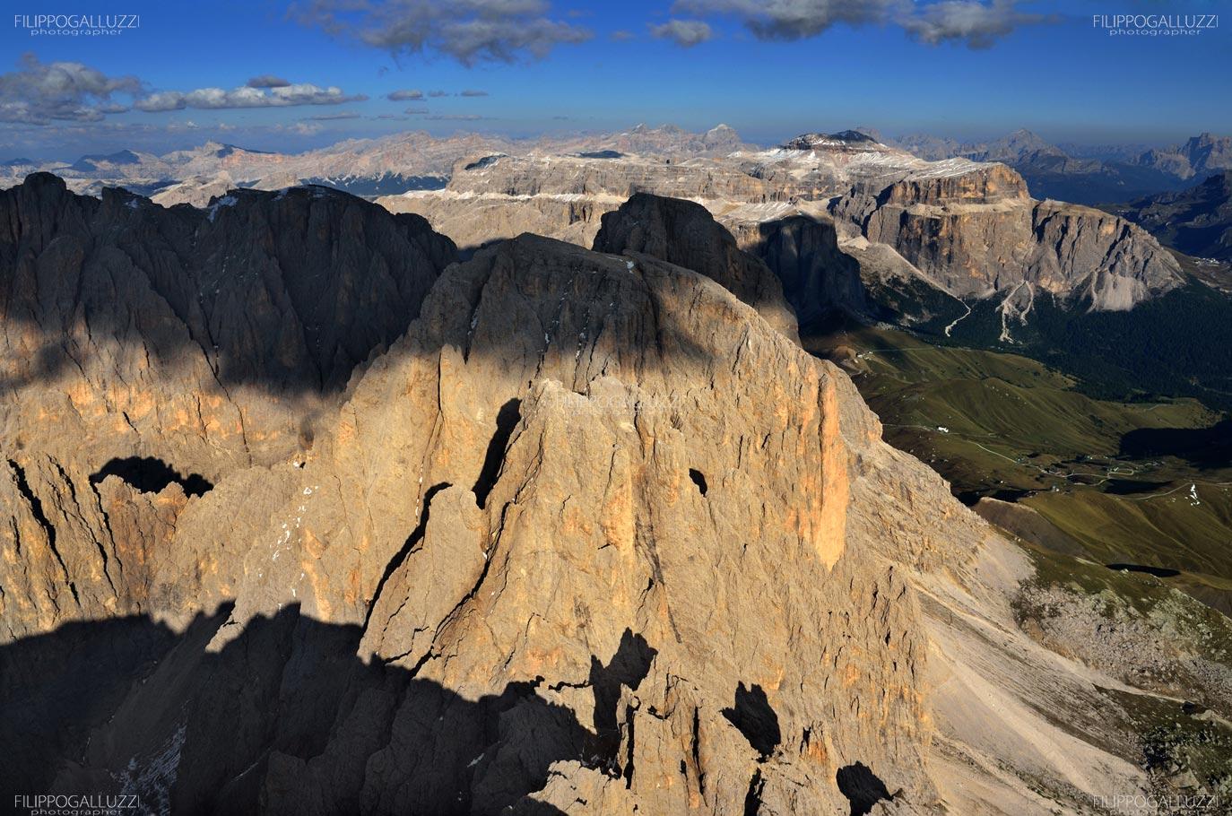 Dolomiti, veduta aerea di Sassolungo e gruppo di Sella , Val di Fassa