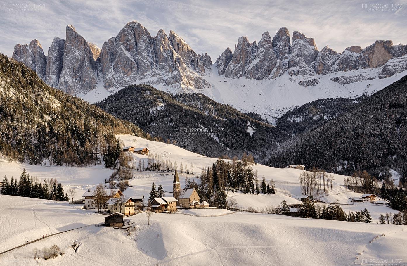 Splendida veduta invernale sulle Odle da Santa Magdalena, Val di Funes