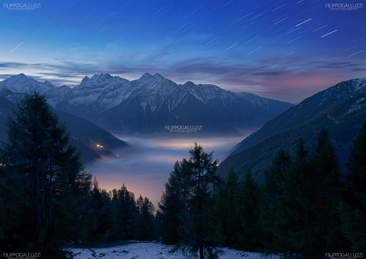 Le luci di Campo Tures illuminano le nebbie