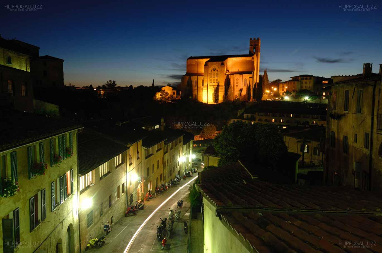 Vista notturna su Siena