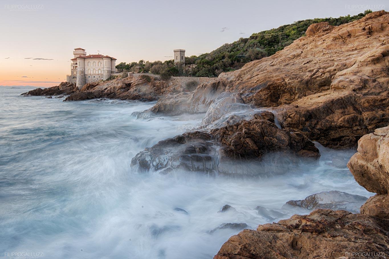 Livorno, mareggiata su Calafuria